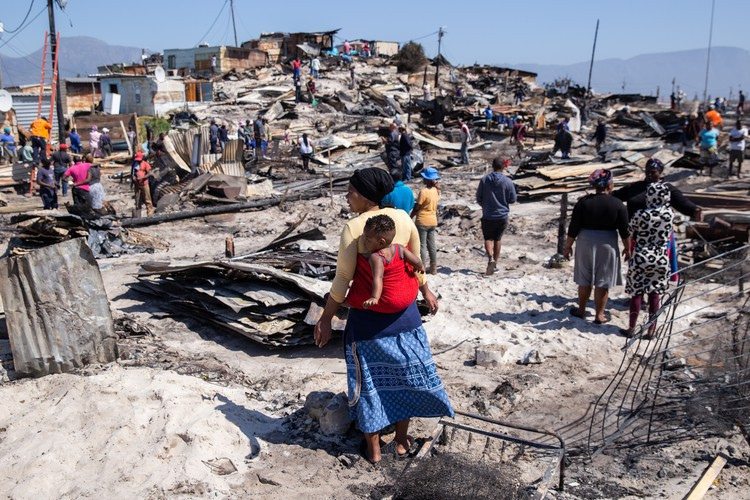 Fire leaves over 800 homeless in Vrygrond.