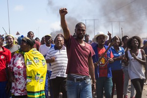Over 1000 residents protest along Southern Bypass Street in Vredenburg.