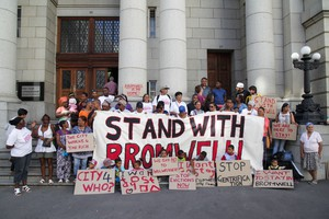 Photo of Bromwell Street residents outside the WC High Court