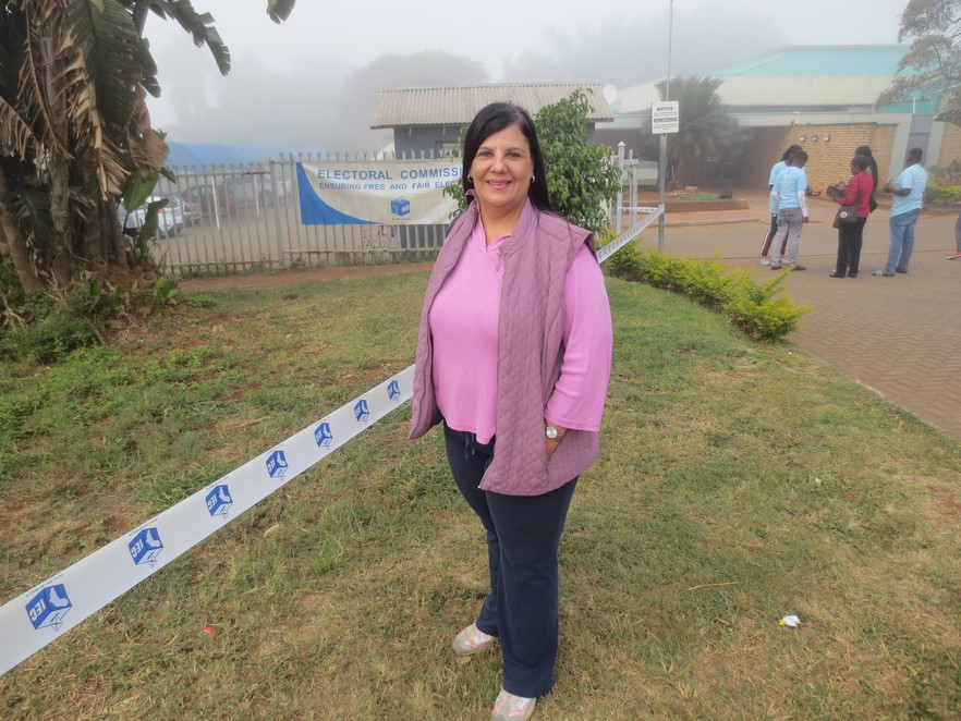 ReneeFensham BC 20190508 huge - Elections 2019 in photos: South Africans brave cold and wet weather to vote