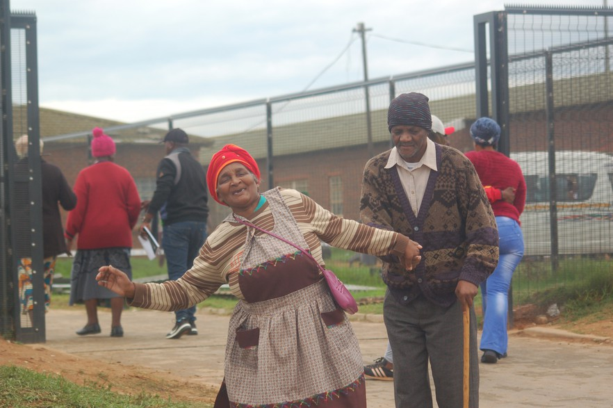 Uitenhage TM 20190508 huge - Elections 2019 in photos: South Africans brave cold and wet weather to vote