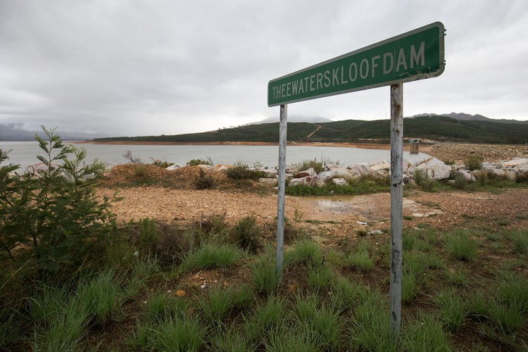 Photo of Theewaterskloof dam.