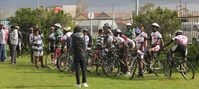 Photo of school children in cycling competition