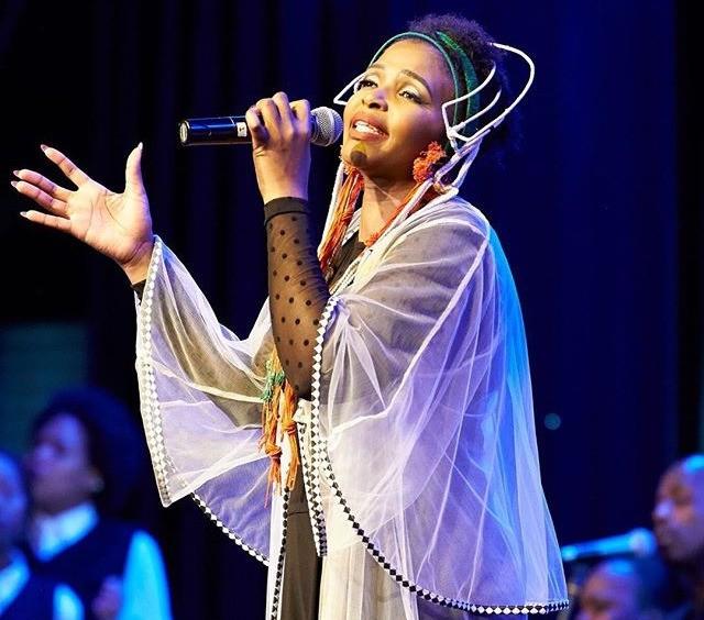 "Simphiwe Dana performing Live at ""Theatre on the Track"". Photo via Wikimedia (CC BY-SA 4.0)"