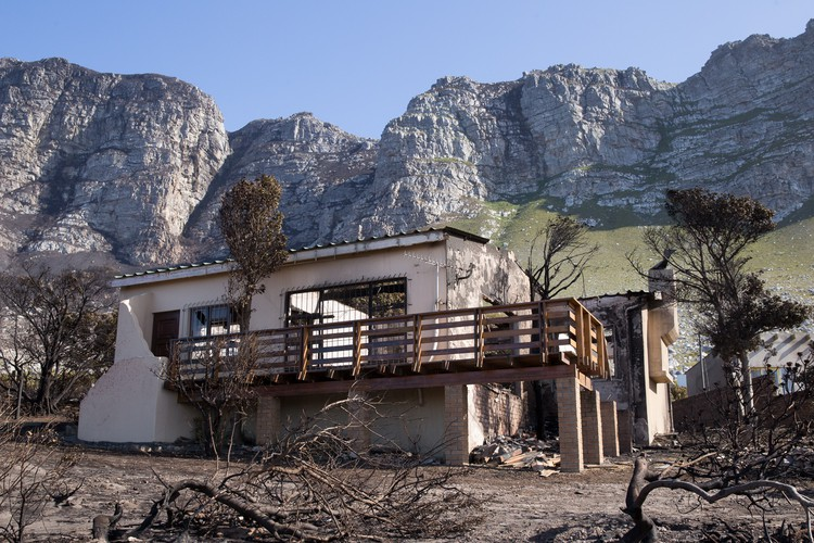 dozens of homes destroyed in overstrand fire