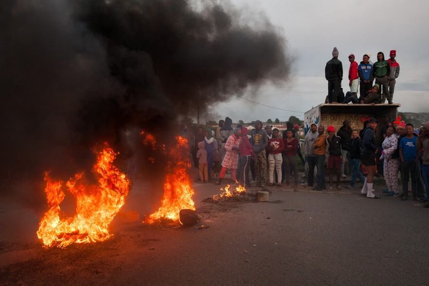 Roads were blocked with burning tires and debris early in the morning inside Grabouw. Some residence who were watching were not sure why the the protest was happening or who the leaders were.