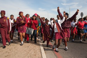 Thousands of learners protest against overcrowded classrooms.