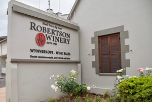 Photo of sign to Robertson Winery