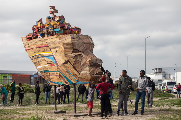 "Youth from Vrygrond build a sculpture titled ""Ubuntu\"""