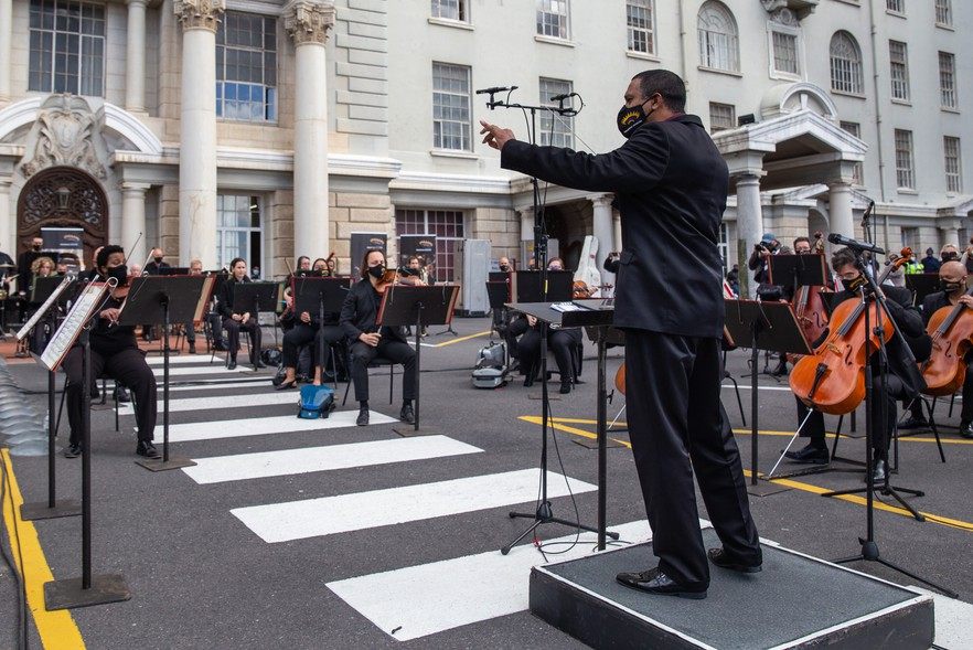 Brandon Phillips conducts the Cape Town Philharmonic Orchestra outside Groote Schuur Hospital on Wednesday. Photos and video: Ashraf Hendricks
