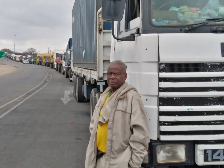15km queue at Zimbabwe border