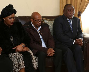 Photo of Ramaphosa with parents of Uyinene Mrwetyana