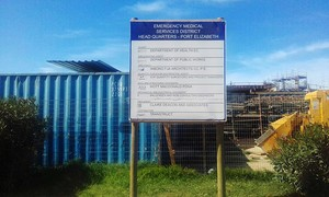 Photo of sign in front of hospital wing under construction