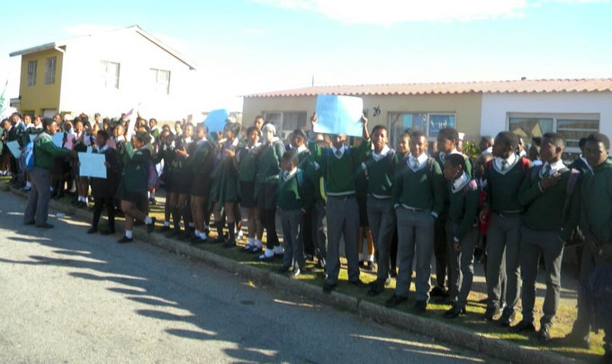 school students come out in support of teacher accused of