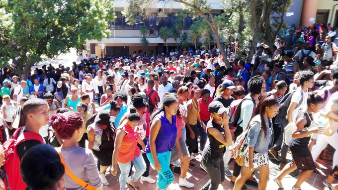 Photo of a crowd of students