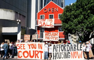 Photo of protest against sale of Tafelberg property