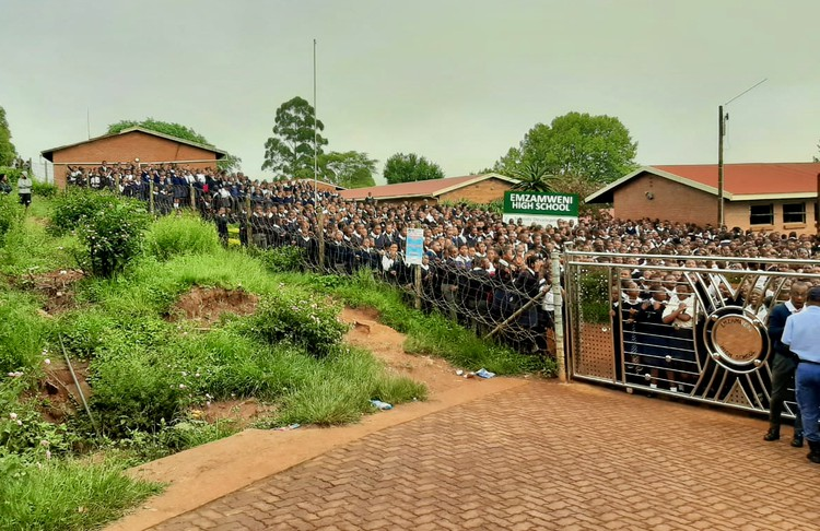 Photo of school with hundreds of pupils outside