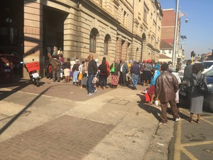 Photo of long queue outside the post office.