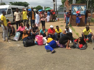 Photo of students at gate