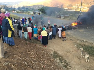 Photo of protesters blocking road with burning tyres