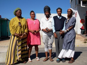 Photo of the rastafarian student, his mother and supporters