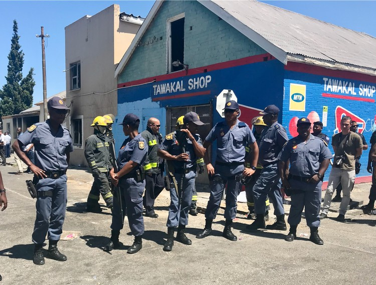 Parow residents burn down suspected drug houses
