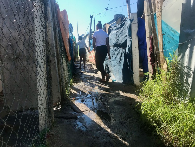 Photo of a footpath between shacks