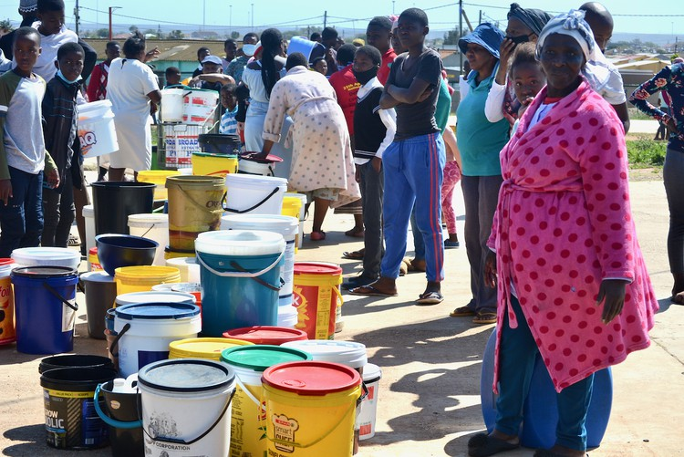 Photo of crowds of people with buckets
