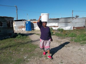 Photo of woman carrying water on her head