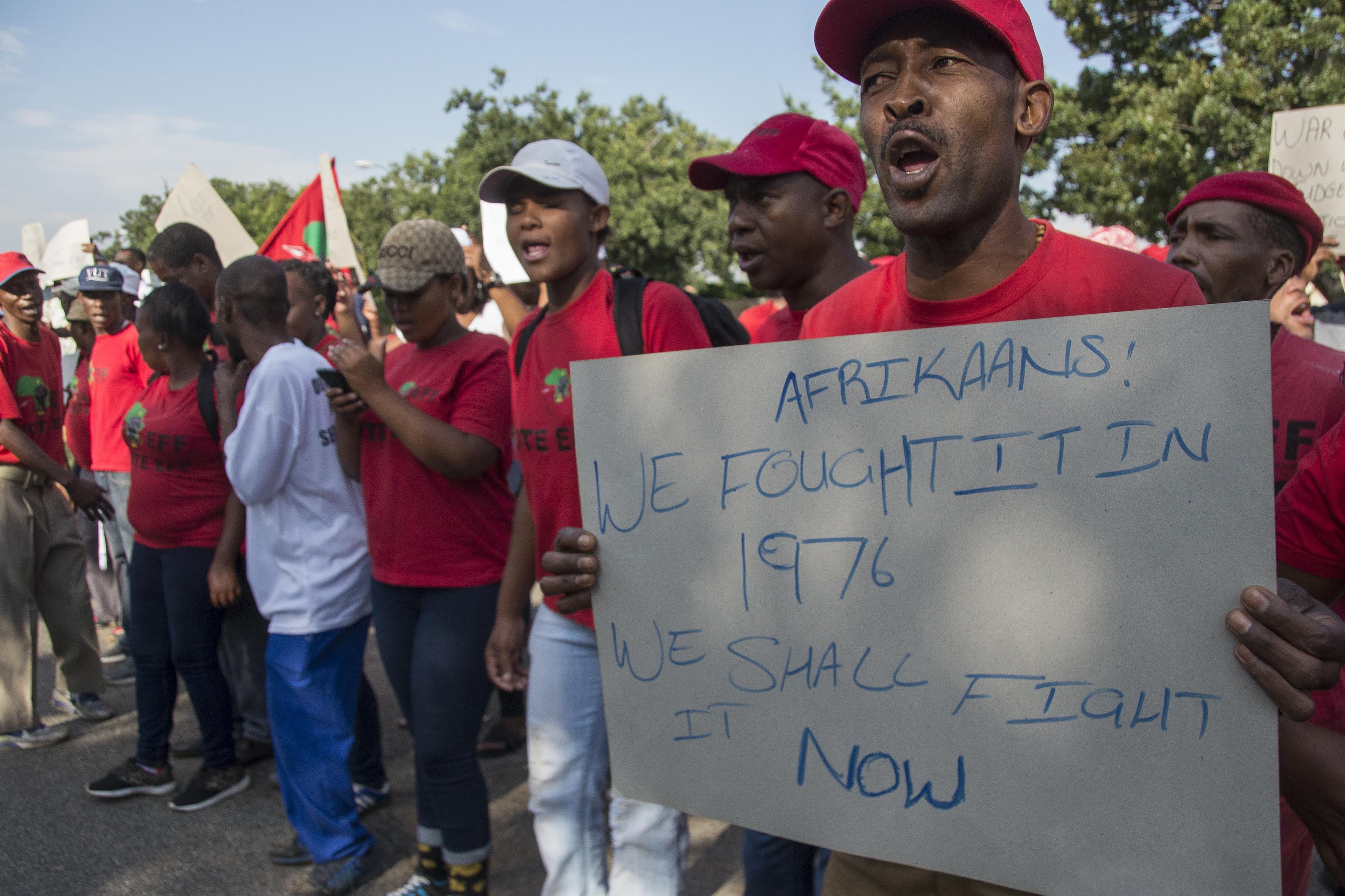 Hoërskool Overvaal: DA T-shirt burned as tensions escalate