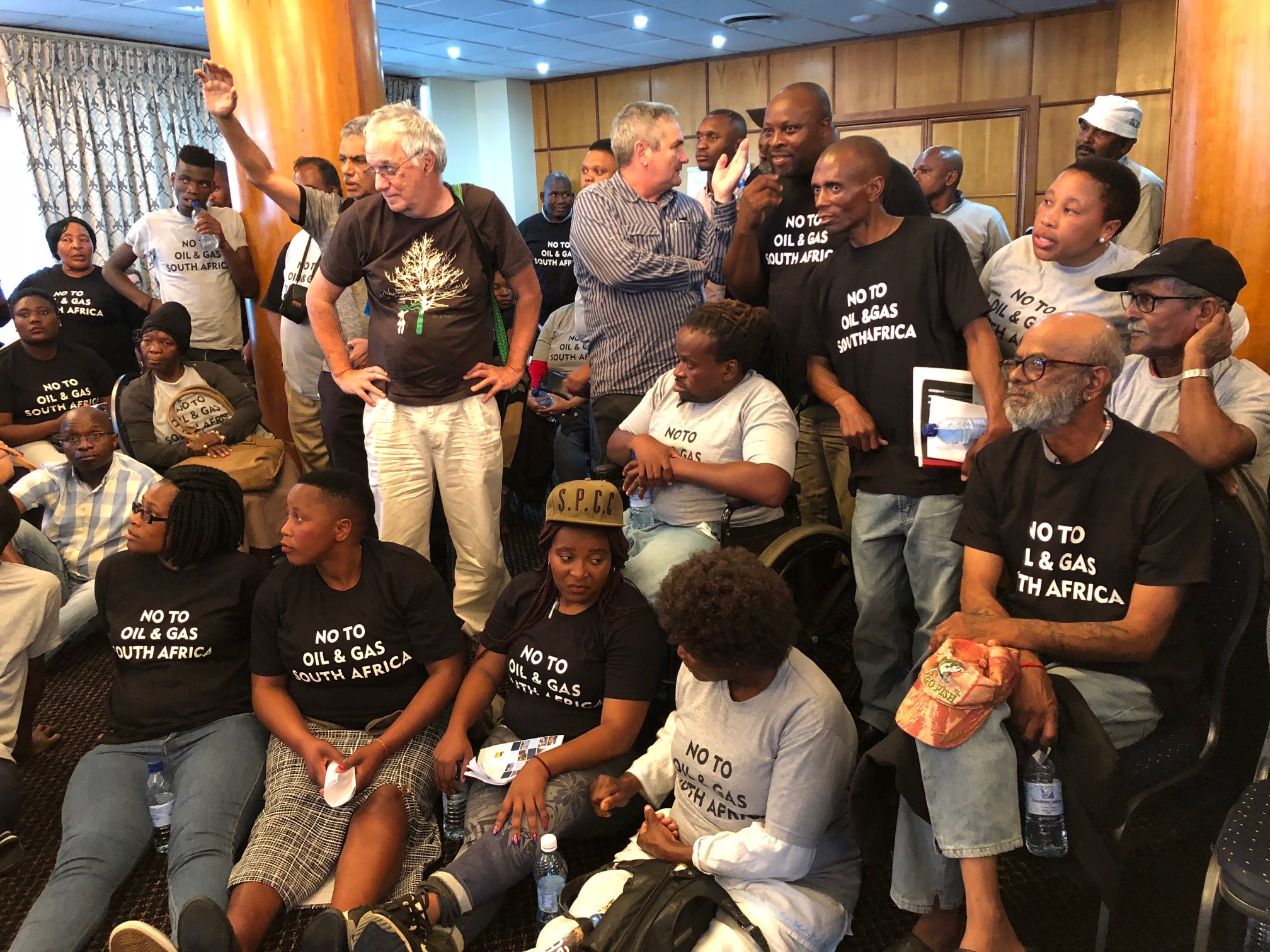 Meeting on gas and oil exploration descends into chaos
