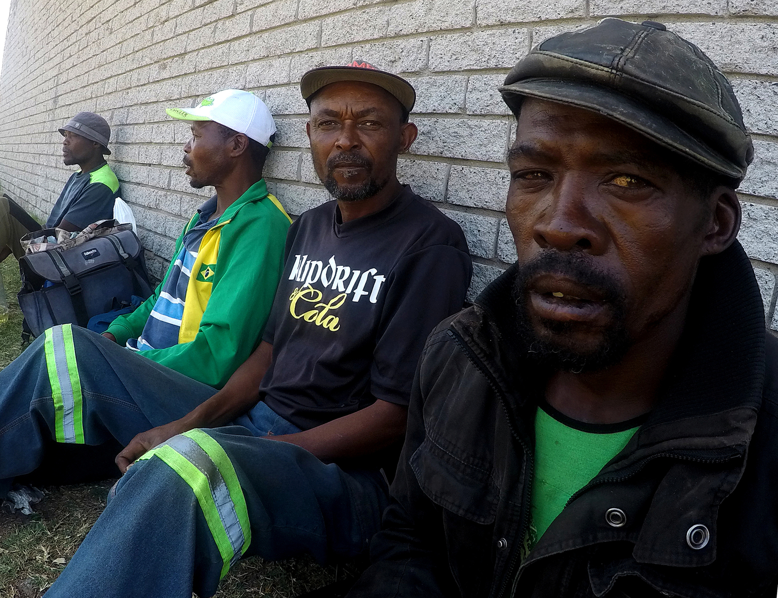 Waiting and hoping the whole day for work | GroundUp
