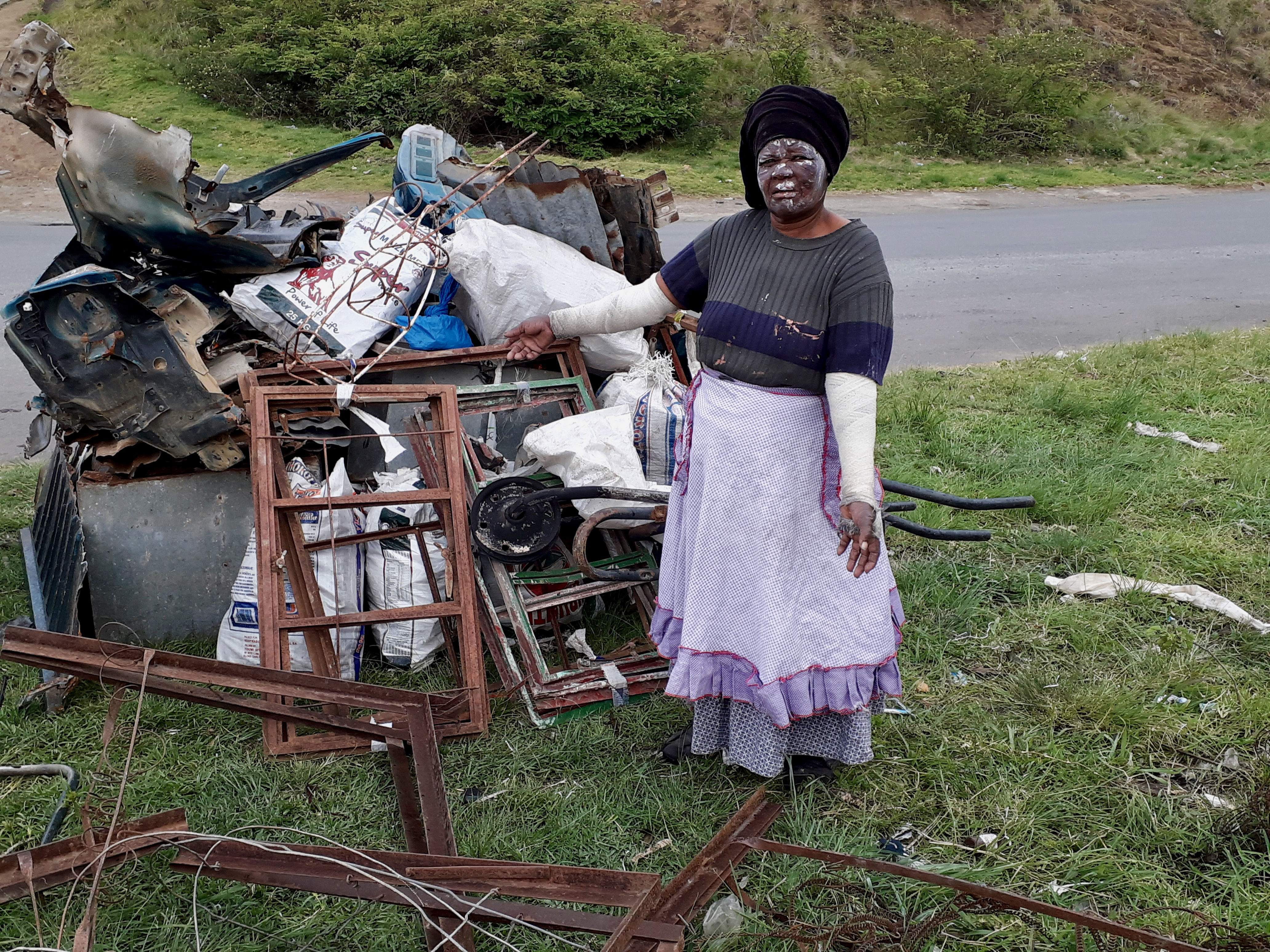 69-year-old woman scrap collector sleeps by the roadside